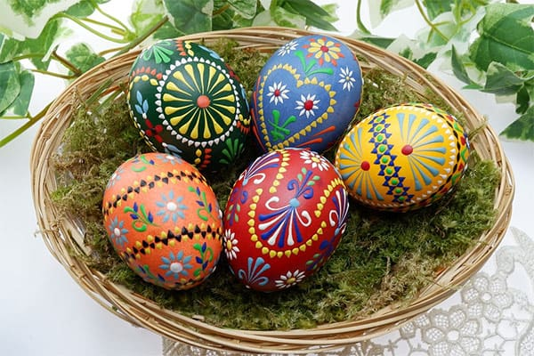 Beautiful painted Easter egg crafts