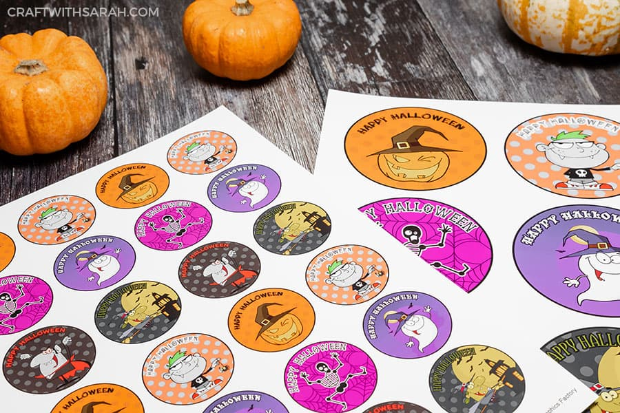 Free Halloween badges to print