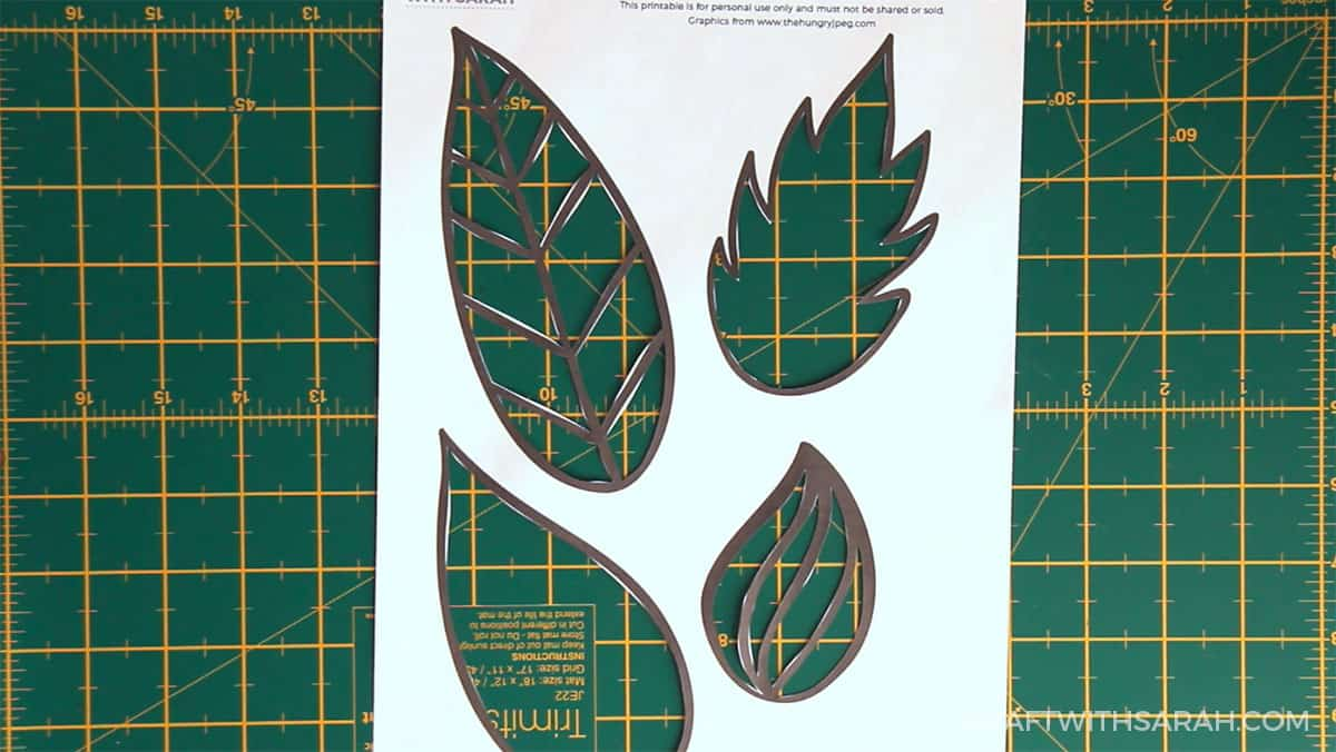 Fall craft for kids | Fall leaves painting step 1