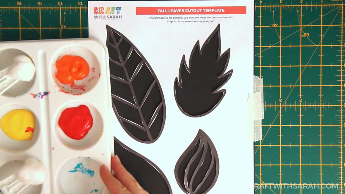 Fall craft for kids | Fall leaves painting step 4