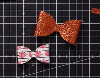 Stick both sides of the smaller bow to the middle