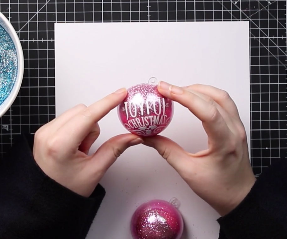 Add the vinyl to the bauble