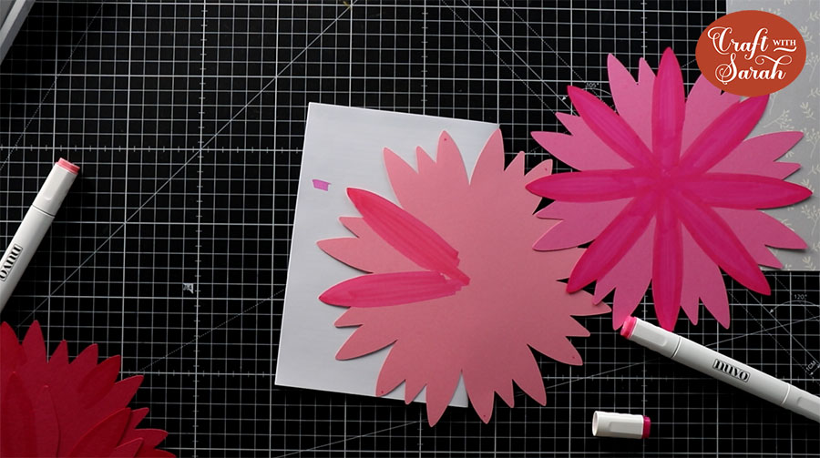 Using alcohol makers on the petals